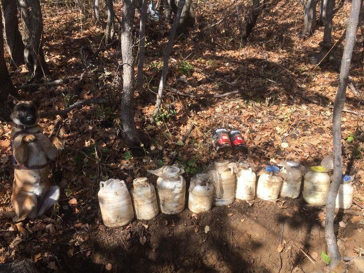 Bitlis'te, PKK'lı teröristlerce toprağa gömülü EYP ve yaşam malzemesi ele geçirildi