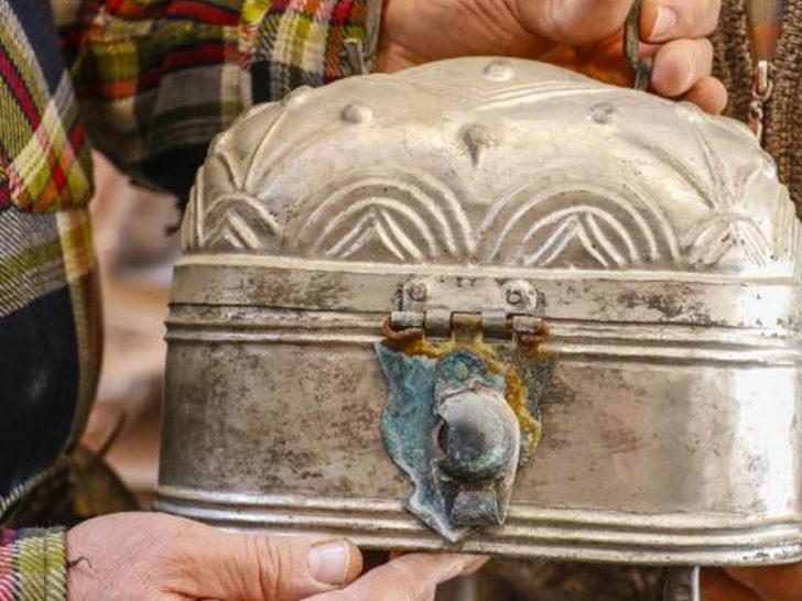 Sırrını çözemediler! 500 yıllık sandığı 1500 liraya satışa çıkardılar