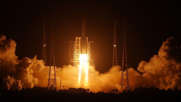 Çin, Ay'dan örnek toplayacak Chang'e 5 aracını uzaya fırlattı