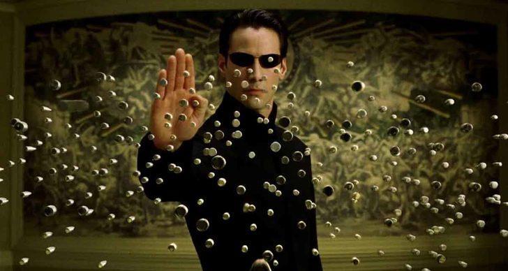 Hayranlarını şoke edecek Matrix gerçekleri! Kullanılan gözlükler...
