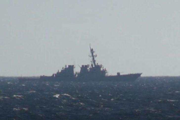 Japon Denizi'nde Rus savaş gemisi, ABD savaş gemisini uzaklaştırdı