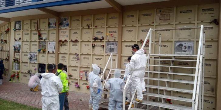 Ekvador'da koronavirüsten ölenler mezardan çıkarılıyor