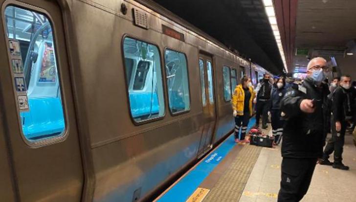 Taksim Metro İstasyonu'nda raylara atlayan kişi hayatını kaybetti