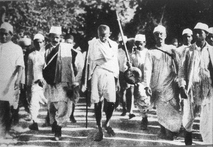 a biography of mohandas gandhi a civil rights activist