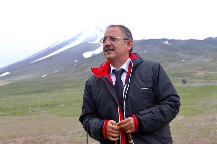 Mehmet Özhaseki ve eşinin koronavirüs tedavisine hastanede devam edilecek