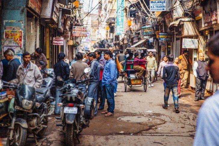 Hindistan'da Bir Gece Sokakta Sabahlamak