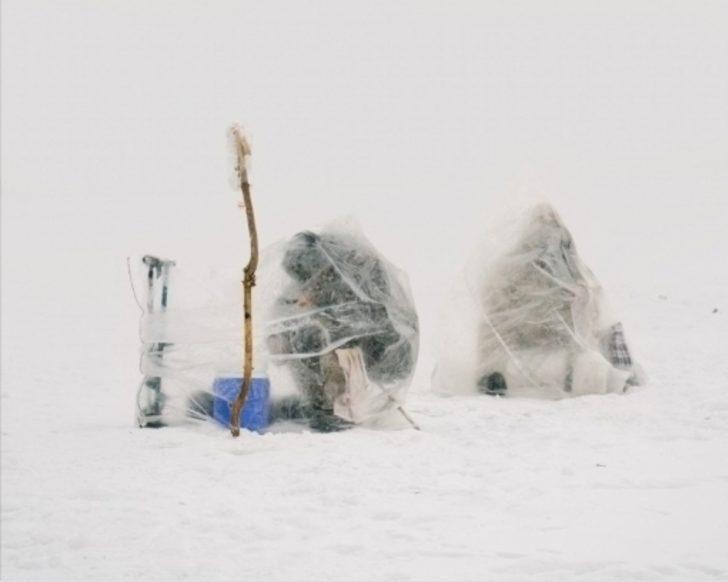 Dünyanın En Soğuk Şehirlerden Birinde Buzda Balık Avı