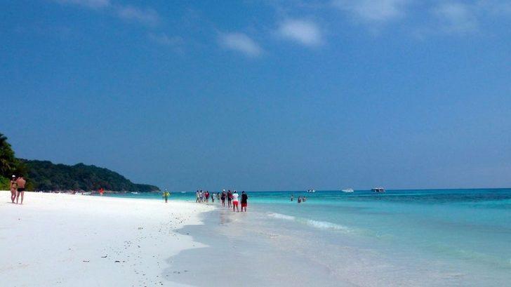Tayland, Turistlerin Girişini Yasaklayarak Bu Adayı Kurtarmaya Çalışıyor