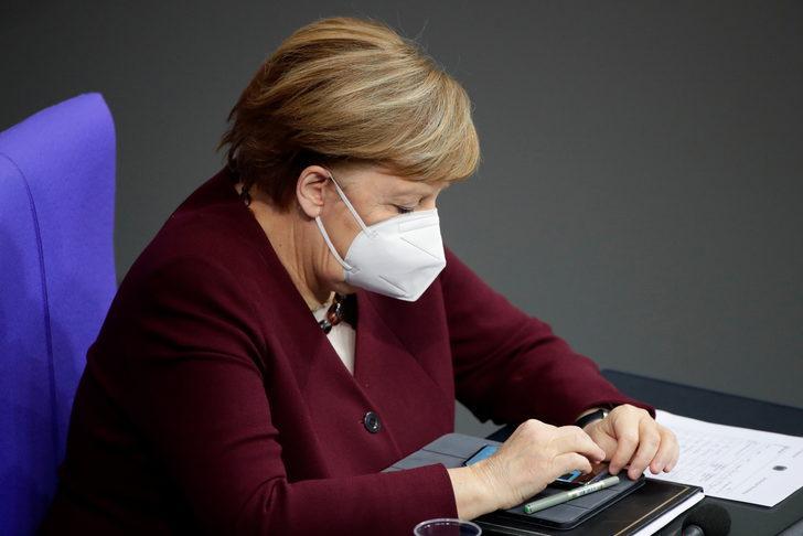 Merkel koronavirüs yasaklarını savundu, aşı için tarih verdi