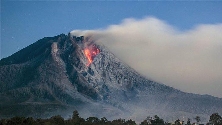 Endonezya'da yanardağ patlaması