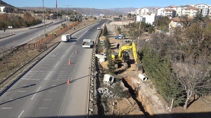 43 ilin geçiş güzergahında doğalgaz borusu patladı, yol trafiğe kapatıldı