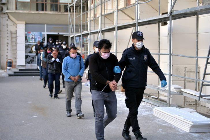 Mersin'de fuhuş operasyonu: 18 kişi tutuklandı