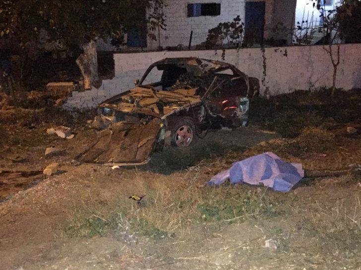 Otomobil sürücüsü köpeğe çarpmamak için manevra yaptı: 1 ölü, 1 yaralı