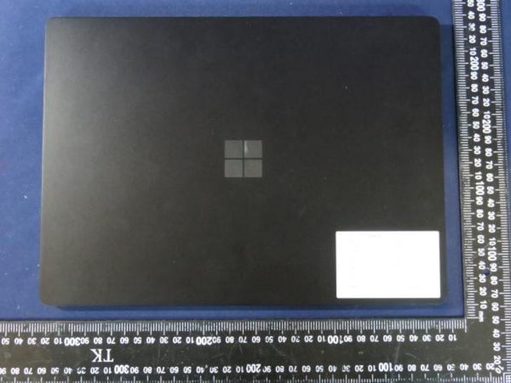 Microsoft Surface Pro 8 ve Surface 4 görüntülendi