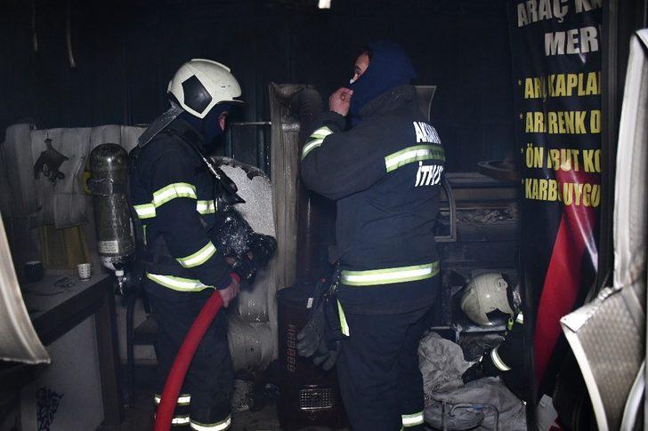 Aksaray'da sobadan düşen alevli karton dükkanı yaktı