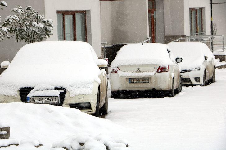 Yüksekova'da kar yağışı! Kar kalınlığı 10 santimetreye ulaştı