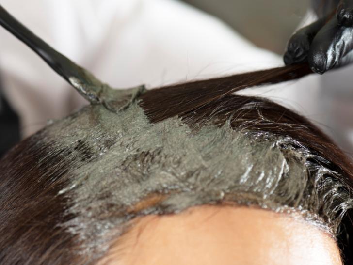 Artık kimyasala gerek yok! Bu mucize ürünü saçınıza sürdüğünüzde...