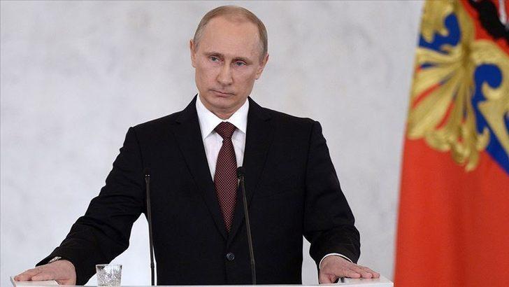 """Rusya Devlet Başkanı Putin: """"Aşı piyasasında pazar kavgası var"""""""