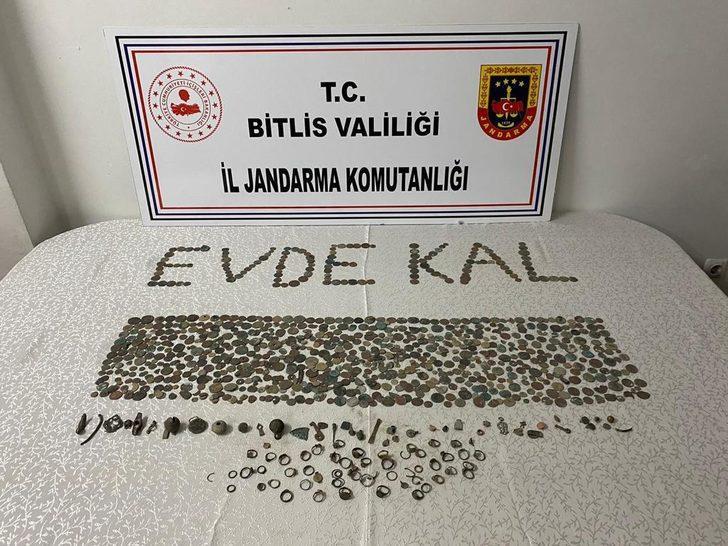 Bitlis'te kaçak kazı yapan definecilere suçüstü! Bin adet sikke ele geçirildi