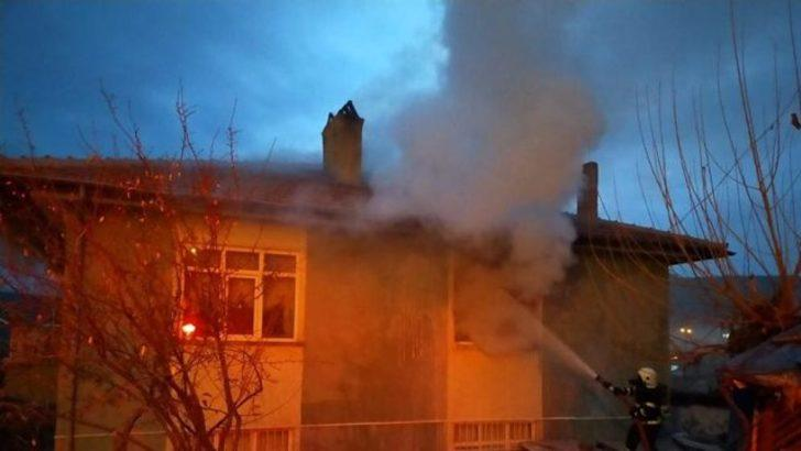 Kırıkkale'de 2 katlı evde korkutan yangın