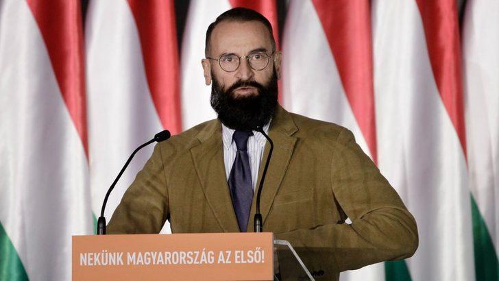 Eşcinsellik karşıtı görüşleriyle bilinen Macar parlamenter eşcinsel seks partisinde yakalandıktan sonra istifa etti