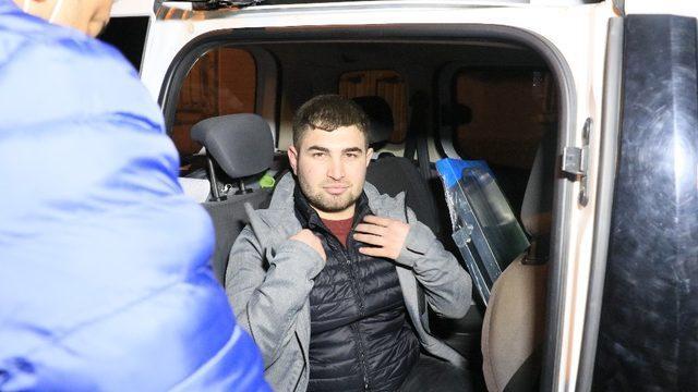 Polisten kaçtı, yakalanınca saçını taramaya başladı