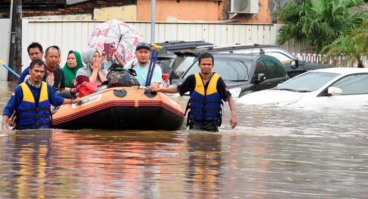 Endonezya'yı sel vurdu! En az 1460 ev sular altında kaldı