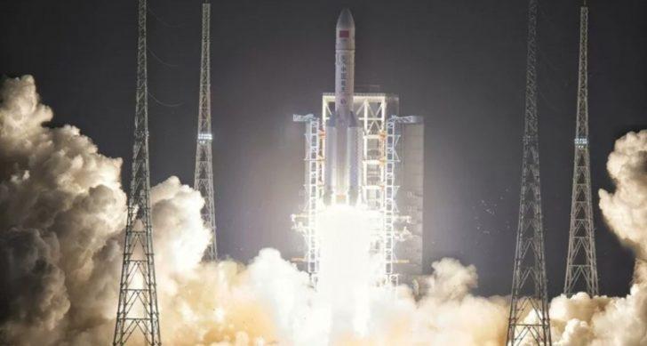 Çin'in Ay'a inen uzay aracı Chang'e 5, örnek toplamayı başardı