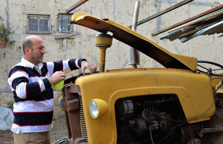 10 yıl önce 2 bin TL'ye aldığı 61 yıllık traktörüne gözü gibi bakıyor!