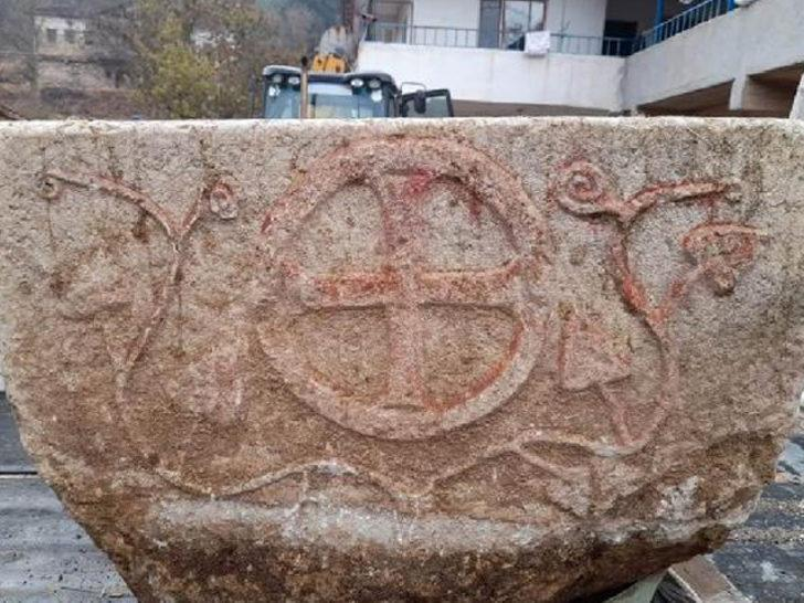 Tarlada bulundu! 1200 yıllık taş vaftiz teknesinin sırrı çözüldü