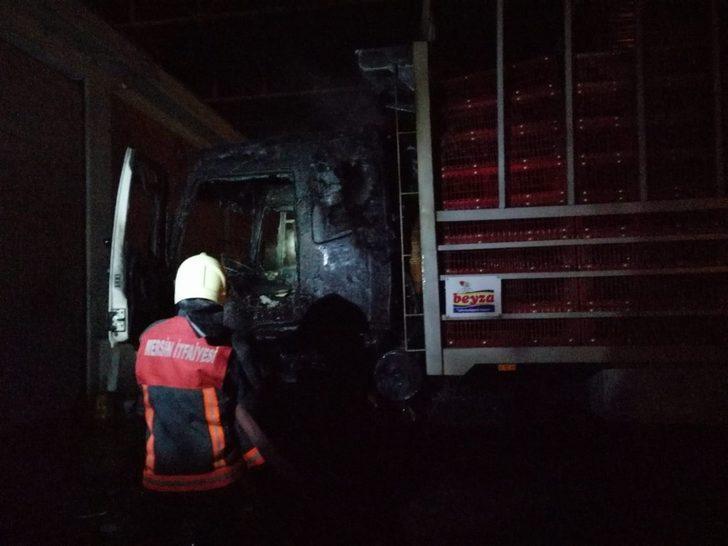 Kamyonun kupasında yangın maddi hasara yol açtı