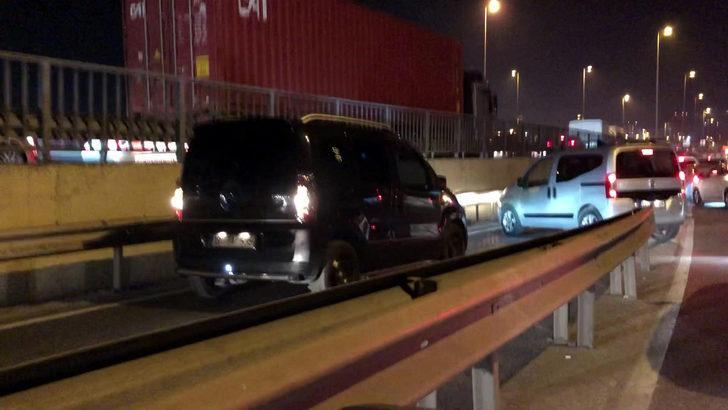 Küçükçekmece'de kısıtlama saatinde ters yönde geri giden sürücüler trafiği birbirine kattı