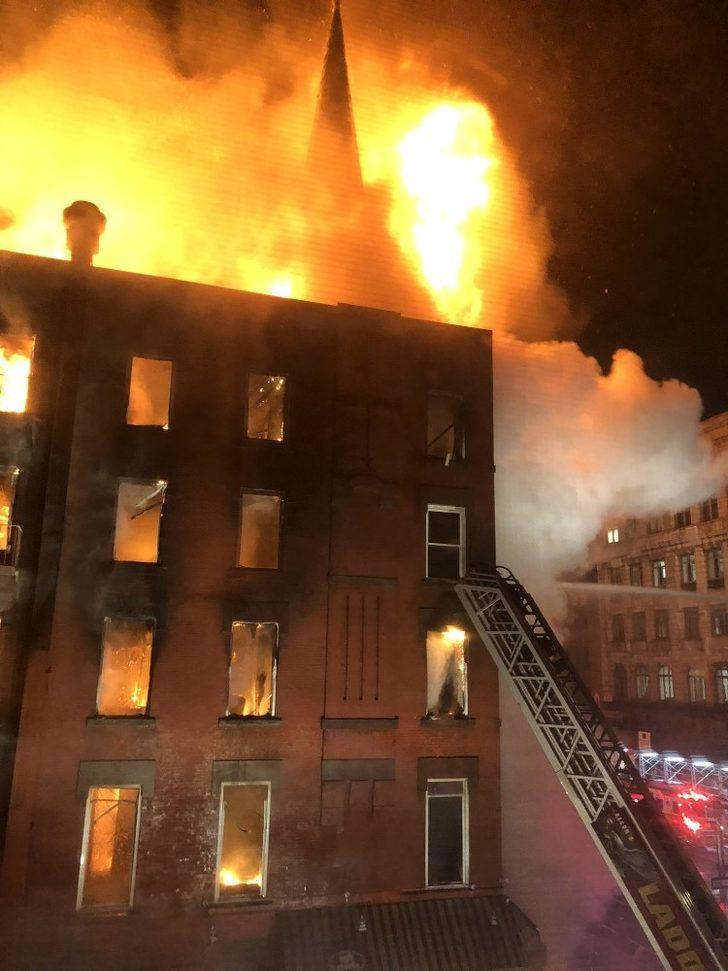 New York'ta 5 katlı binada korkutan yangın