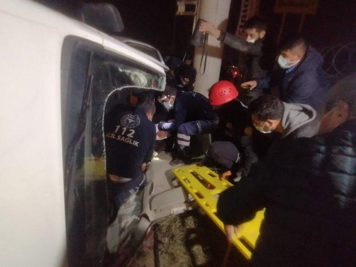 Bursa'da kısıtlamada boş kalan yolda feci kaza