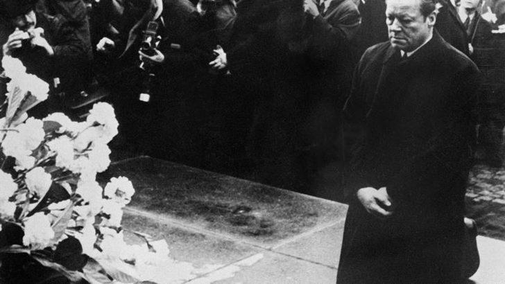 Almanya Başbakanı Brandt'ın Yahudi Anıtı Önünde Diz Çöktüğü Gün