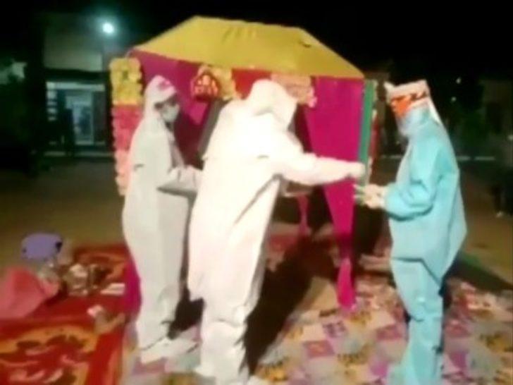 Hintli çifti koronavirüs bile ayıramadı