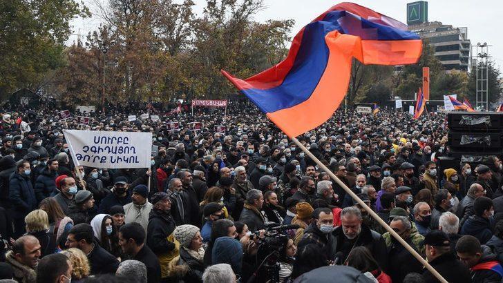 Dağlık Karabağ: Erivan'da sivil itaatsizlik eylemleri başladı, protestocular Paşinyan'ın istifasını istiyor