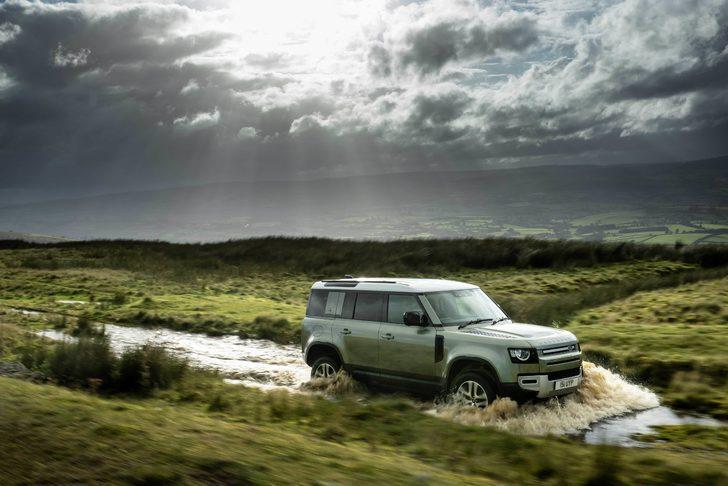 Yeni Land Rover Defender'a iki ödül birden