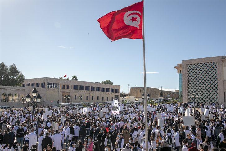 Tunus'ta sağlık çalışanları sektörde reform talebiyle meydanlara indi