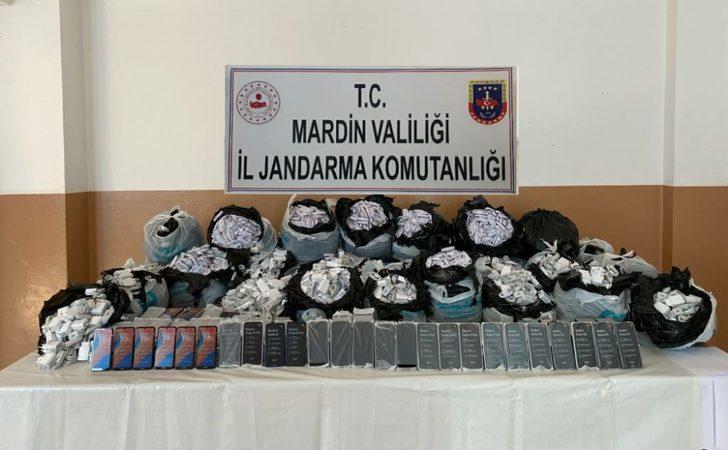 Mardin'de gübrelerin altına gizlenmiş vaziyette 330 adet gümrük kaçağı cep telefonu ele geçirildi