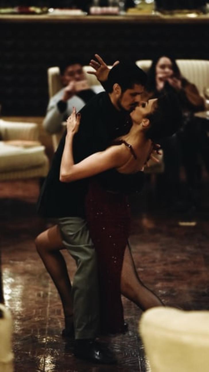 Herkes onu aşkın dansı olarak biliyor ama tangonun genelevlerden salonlara uzanan hikayesi!