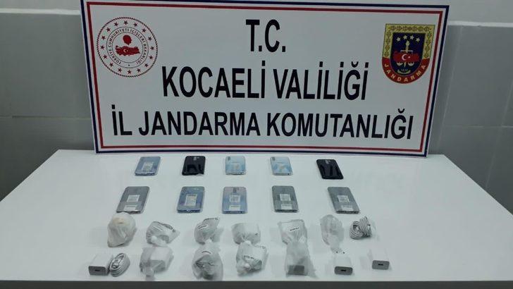Kocaeli'de 40 bin TL değerinde gümrük kaçağı cep telefonu ele geçirildi