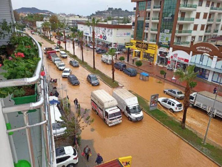 Şiddetli yağış Antalya'yı olumsuz etkiledi! 100.3 kilogram yağış düştü