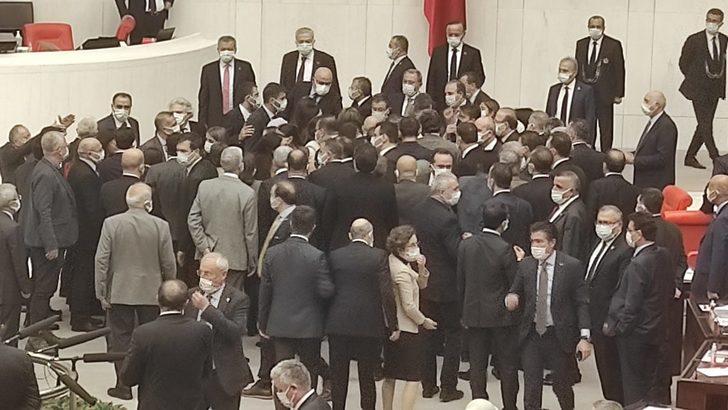 Meclis'te yüksek tansiyon! AK Parti'li ve HDP'li vekiller birbirinin üzerine yürüdü