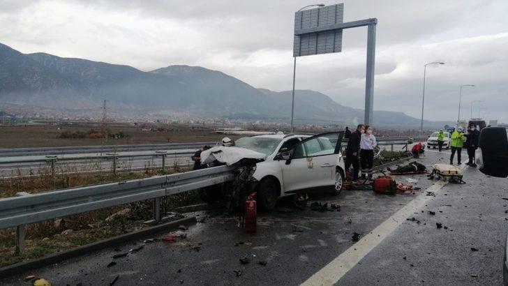 İzmir-İstanbul Otoyolu'nda feci kaza: 3 ağır yaralı