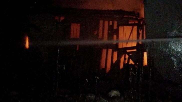 Elleri yandı evi küle döndü! Karabük'te korkutan yangın