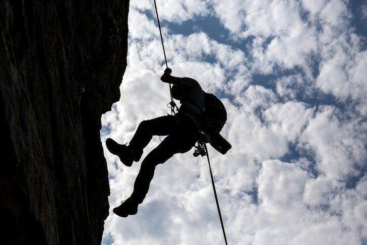 'Mümkün olanın sınırlarını keşfetmenin tek yolu, o sınırları geçmeye cesaret etmekten geçer!'
