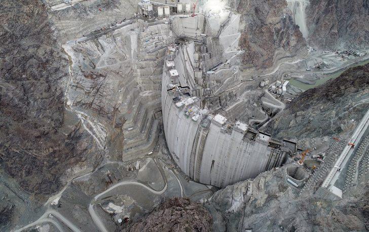 Türkiye'nin en yükseği olacak!  Yusufeli barajında gövde yüksekliği 262 metreye ulaştı