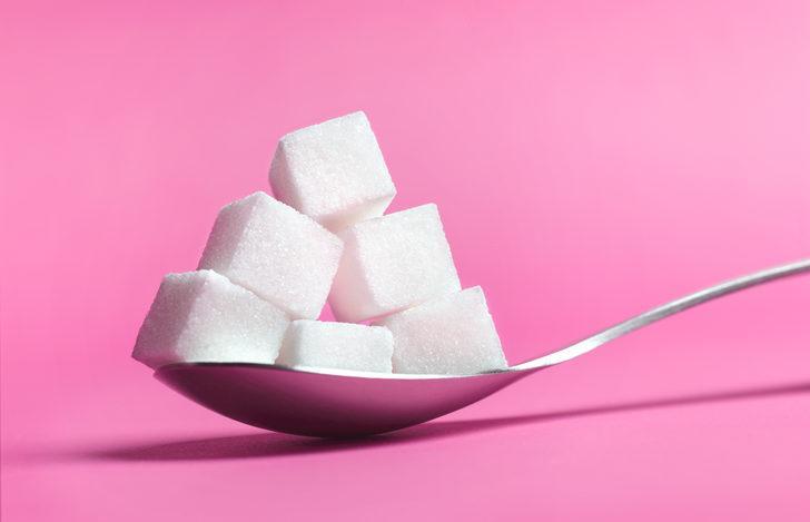 Çocuklar şekerden uzak tutulmamalı