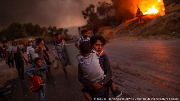 Yılın Fotoğrafı: Moria'daki yangından kaçan çocuklar